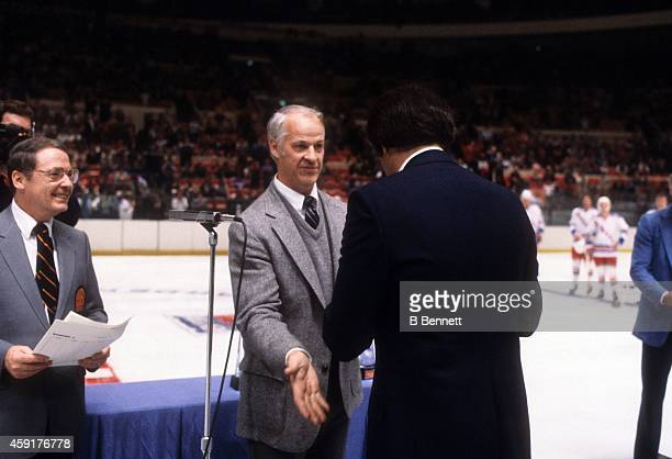 Godie Howe greets Phil Esposito before an NHL game with the New York Rangers in December 1982 at the Madison Square Garden in New York New York