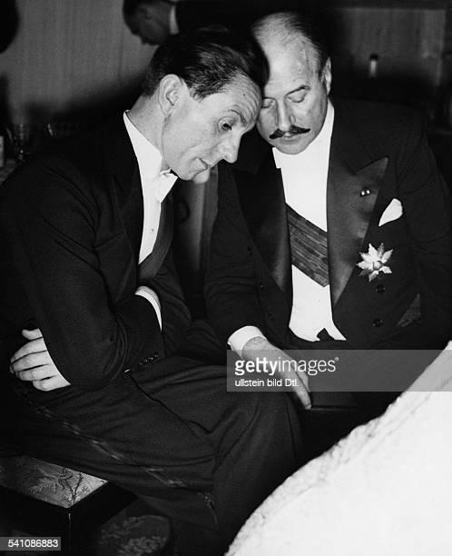 Goebbels Joseph *29101897Politiker NSDAP D im Gespräch mit dem französischenBotschafter Andre FrancoisPoncet aufdem Presseball in den Festsälen...