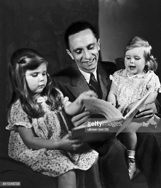 Goebbels Joseph *29101897Politiker NSDAP D mit seinen Töchtern Helga und Hilde 1935
