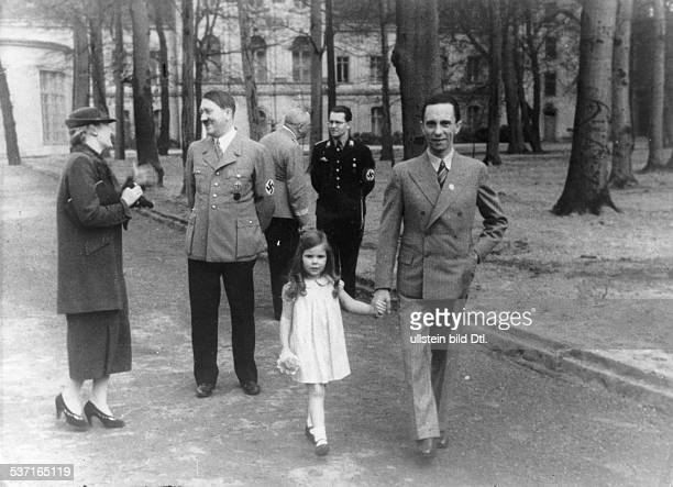 Goebbels Joseph Politician NSDAP Germany with his wife Magda daughter Helga and Adolf Hitler in the garden of the Reichskanzlei in Berlin Erschienen...
