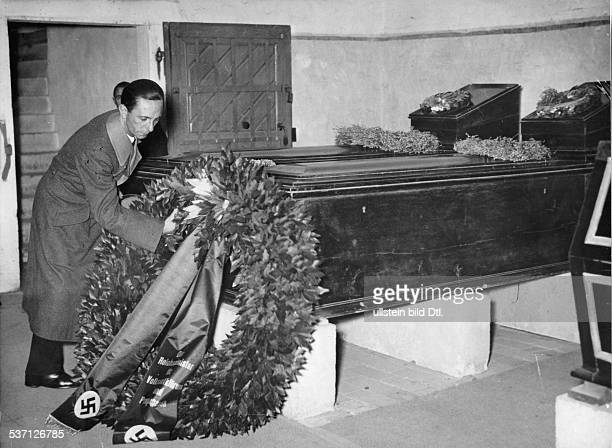 Goebbels Joseph Politician NSDAP Germany wreathlaying ceremony at the coffins of Goethe and Schiller in Weimar Aufnahme PresseIllustrationen Heinrich...