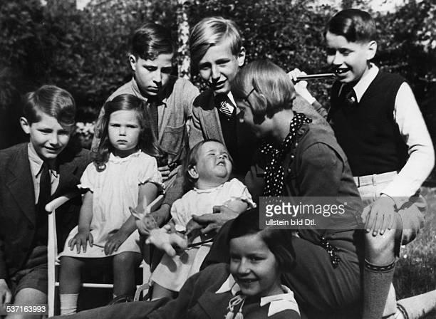 Goebbels Joseph Politiker NSDAP D Stiefsohn Harald Quandt die Töchter Helga und Hilde mit Spielkameraden 1935