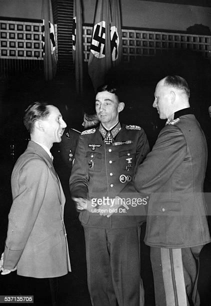 Goebbels Joseph Politiker NSDAP D unter den Ehrengästen der 50 Sendung des `Wunschkonzertes für die Wehrmacht' des Grossdeutschen Rundfunks im Haus...