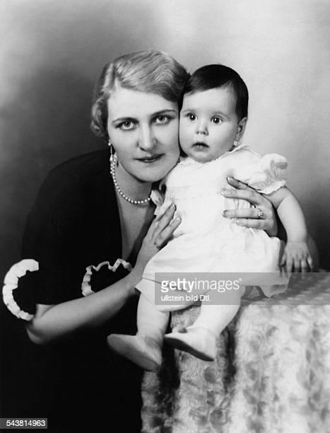 Goebbels, Magda *1901-1945+Ehefrau des NSDAP Politikers JosephGoebbelsmit Tochter Helga- 1933