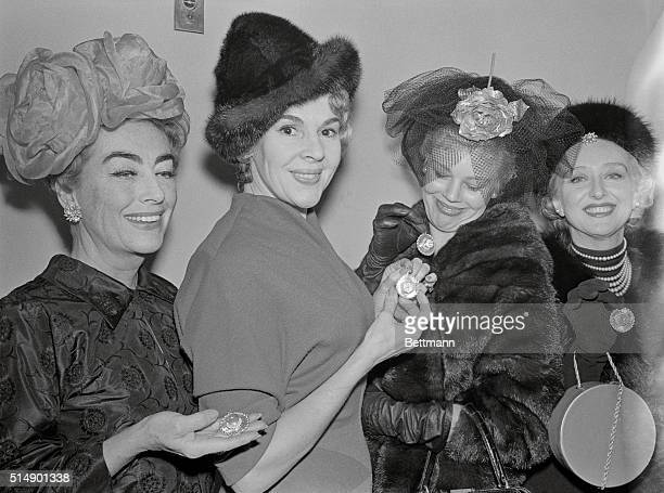 Goes to Their Heads New York Voted among the sevenbest hatted women in the land four proud ladies display snappy chapeaus after receiving their...