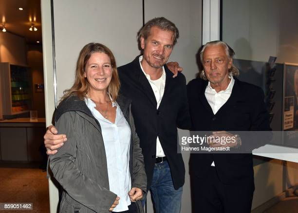 Goetz Otto his wife Sabine Otto and Charles Schumann during the 'Schumanns Bargespraeche' Premiere at Arri Kino on October 8 2017 in Munich Germany