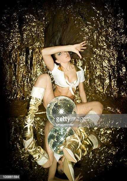 Gogo-Tänzerin in gold