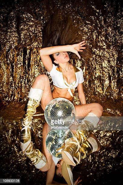 gogo danseuse en or - gogo danseuse photos et images de collection