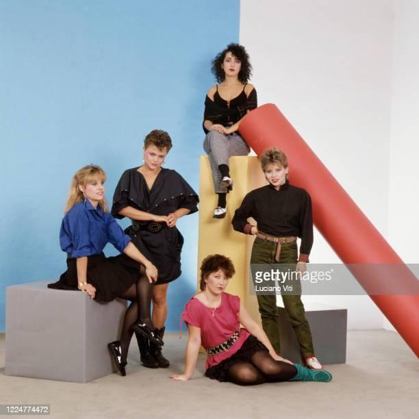 GoGo's studio group potrait Rome 1982 LR Charlotte Caffey Belinda Carlisle Kathy Valentine Jane Wiedlin Gina Schock