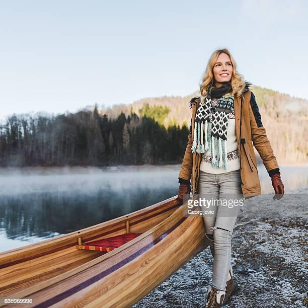 ir en un viaje en canoa - estación entorno y ambiente fotografías e imágenes de stock