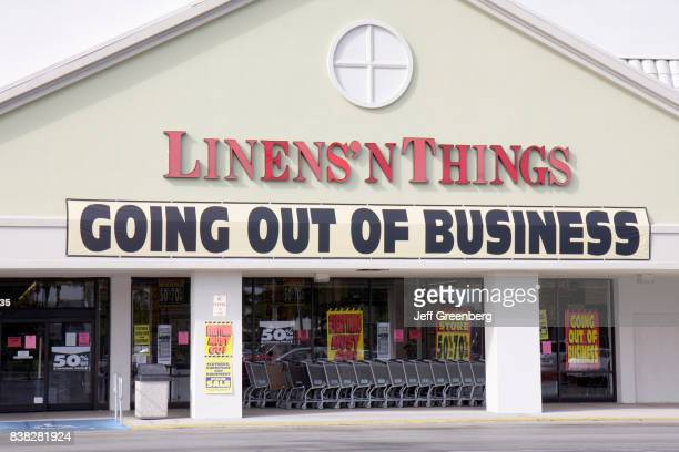Going out of business banner at Linens'n Things store