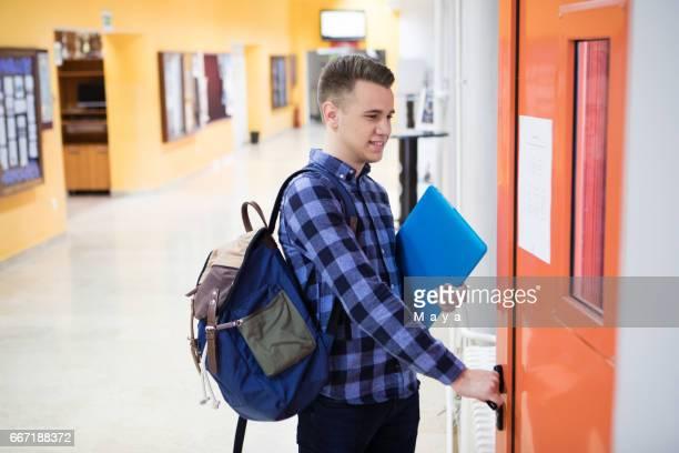 going to class - patio de colegio imagens e fotografias de stock