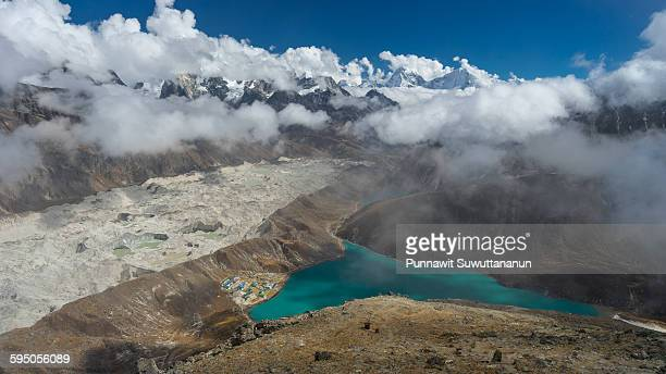 gokyo lake and valley from gokyo ri - gokyo ri ストックフォトと画像