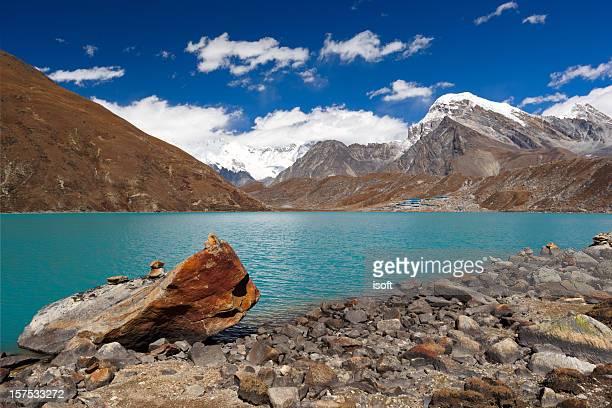 gokyo lake. everest circuit. nepal motives. - gokyo lake stock pictures, royalty-free photos & images