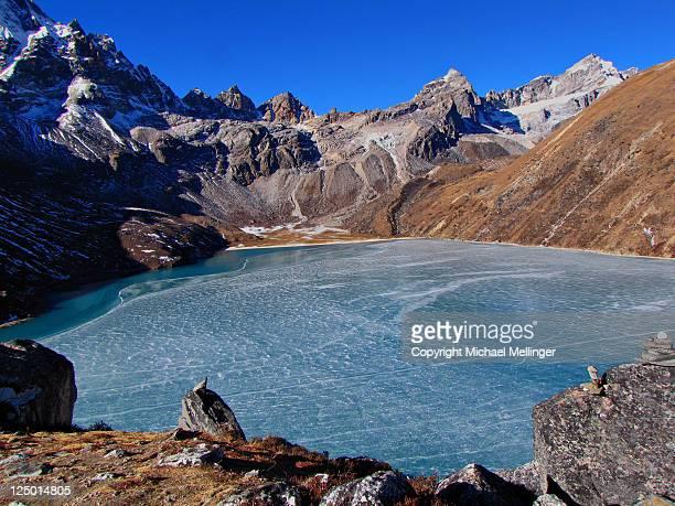 gokyo lake - gokyo lake stock pictures, royalty-free photos & images