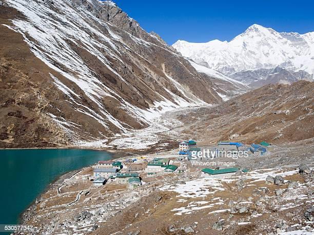 gokyo village beside third gokyo lake dudh pokhari - gokyo lake stock pictures, royalty-free photos & images