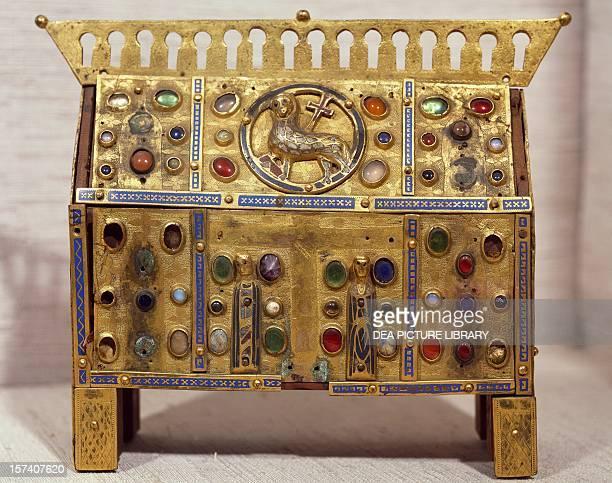 Gold and precious stones reliquary Mosan Art 13th century Colmar Musée D'Unterlinden
