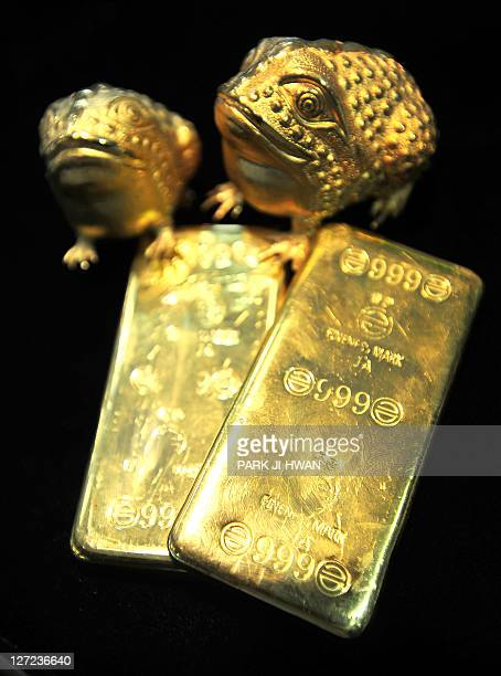 Gold bars and Asian toads are displayed at a jewellery shop in Seoul on September 27 2011 Gold tumbled below 1600 USD an ounce in Hong Kong trade on...