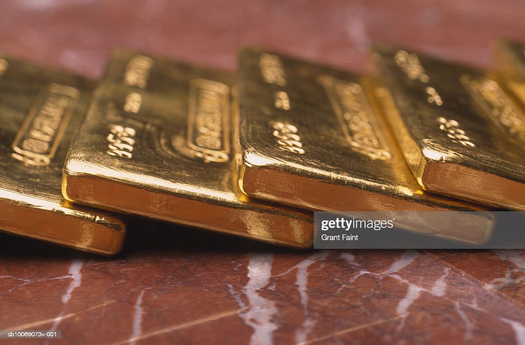 Gold bars on marble surface, close-up : Stockfoto