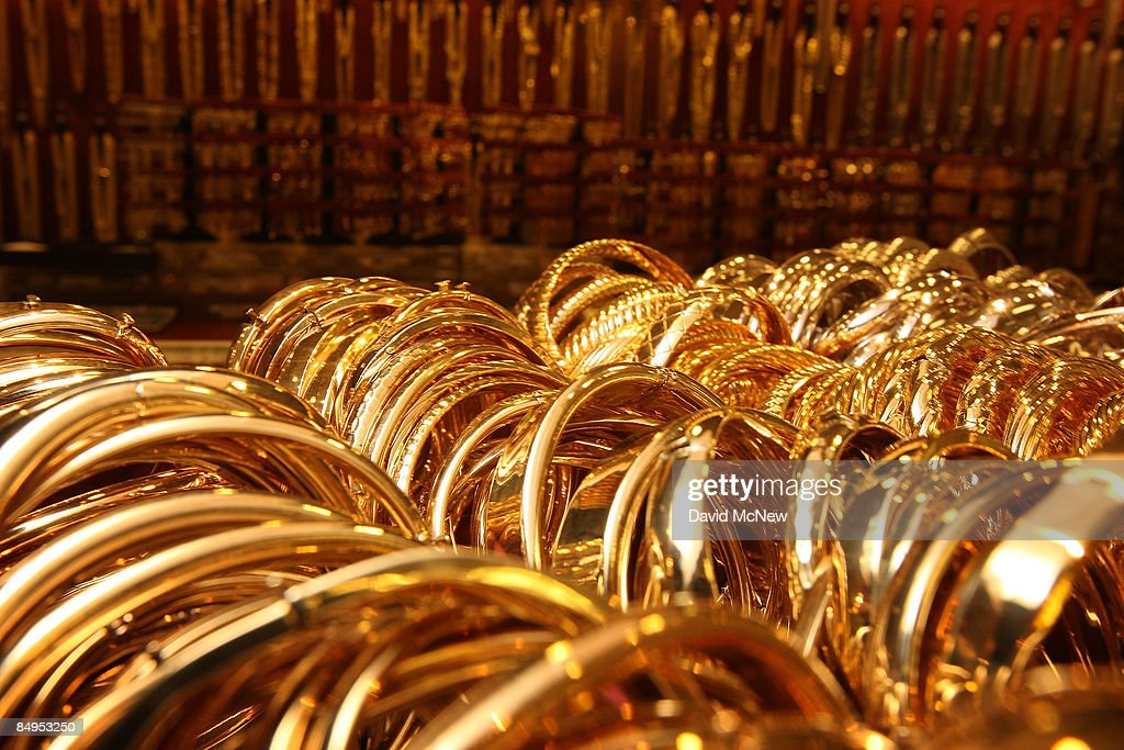 Gold bracelets imported from Italy are shown on sale February 20, 2009 in Los Angeles, California. Gold futures finished the day above $1,000 an ounce for the first time in nearly a year, with investors eyeing the precious metal as a safe haven from declining stock markets and plummeting real estate values. April delivery of gold finished the day at $1,002.20, up $25.70, or 2.6 percent.