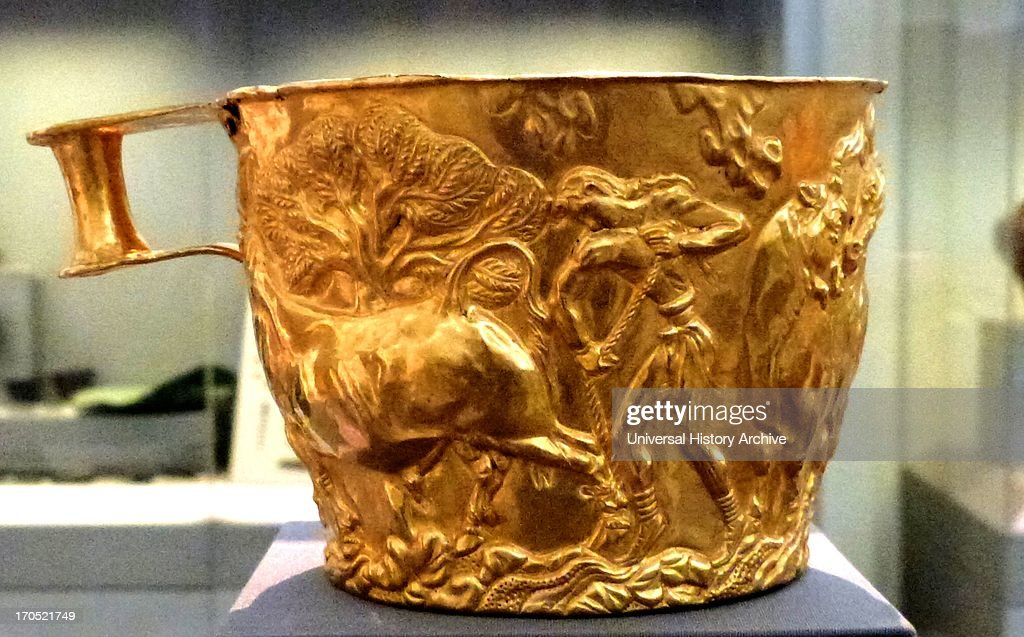 Gold cup with rich spiral decoration : News Photo