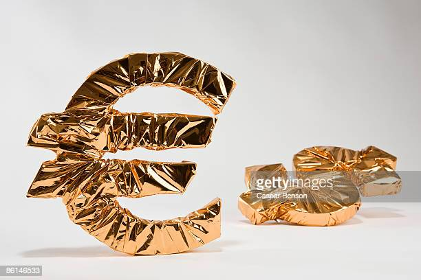 Gold Euro and dollar sign