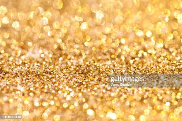 gold glitter background - glamour imagens e fotografias de stock