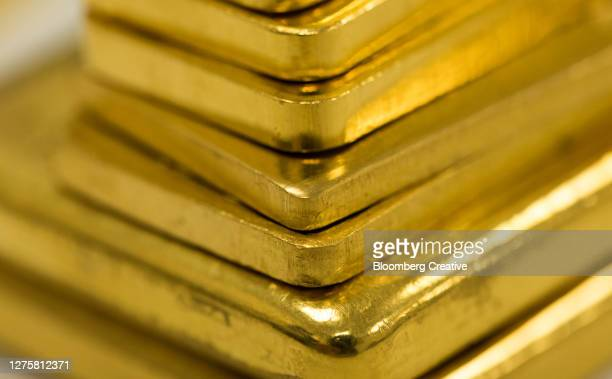 gold ingots - stock market stock pictures, royalty-free photos & images