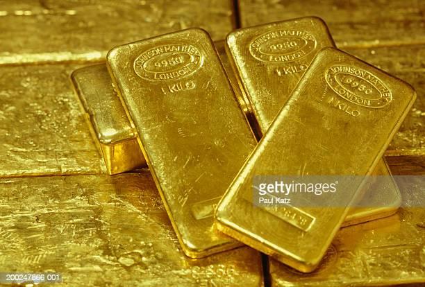 gold ingots, (close-up) - geld und finanzen stock-fotos und bilder