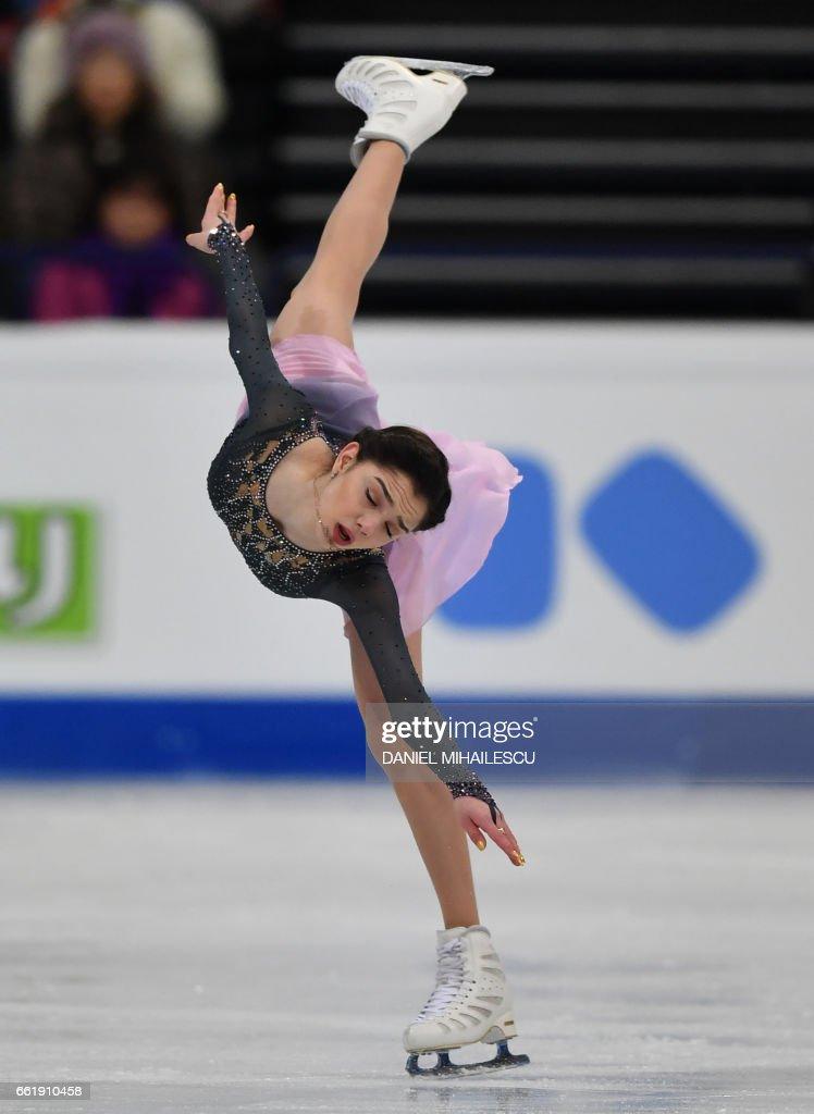 Gold medal winner Evgenia Medvedeva perform during the women's free skating program of ISU World Figure Skating Championships 2017 in Helsinki March 31, 2017. / AFP PHOTO / Daniel MIHAILESCU