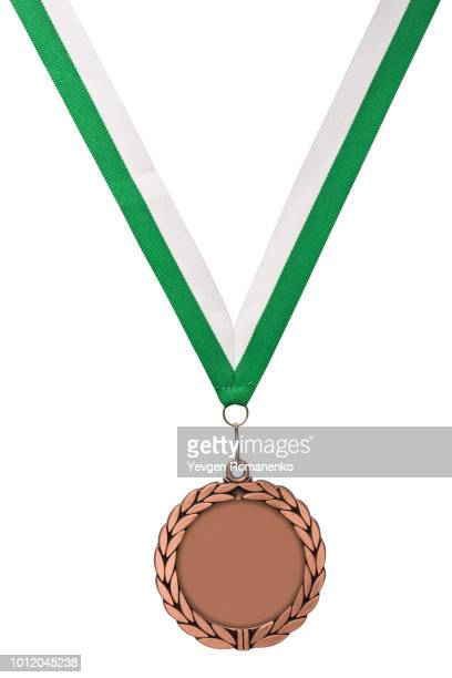 gold medal with green ribbon isolated on white - médaille d'or photos et images de collection