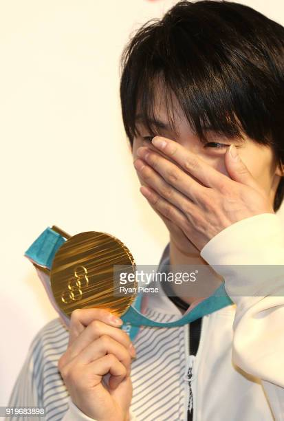 Gold Medalist Figure Skater Yuzuru Hanyu reacts while posing with his medal during a press conference at Japan House on February 18 2018 in...