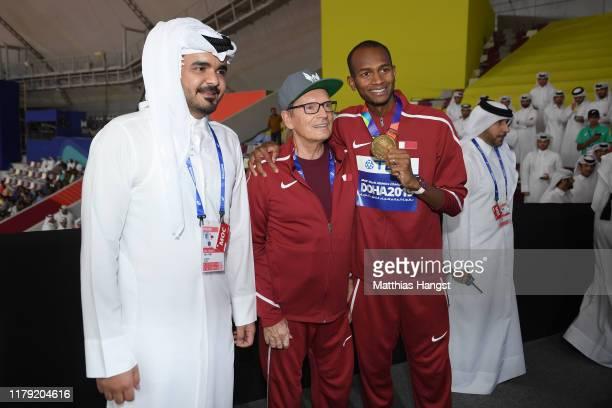 "Gold medalist Mutaz Essa Barshim of Qatar poses with Sheikh Joaan Al Thani, President LOC Doha 2019, and coach Stanisław ""Stanley"" Szczyrba during..."