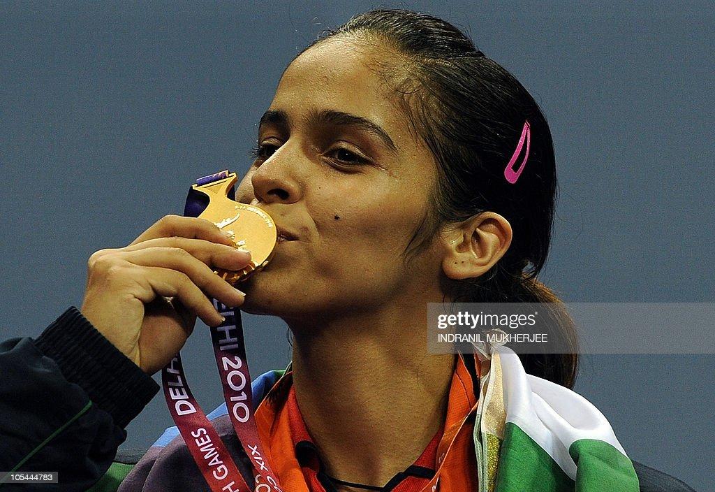 Gold medalist Saina Nehwal of India kiss : News Photo