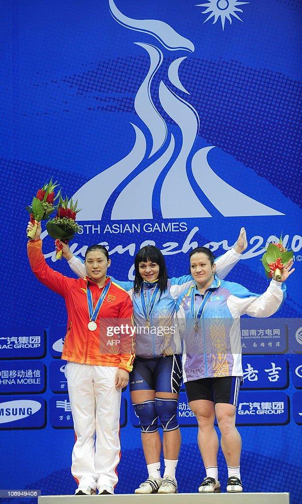 Gold medalist Svetlana Podobedova (C) of : News Photo