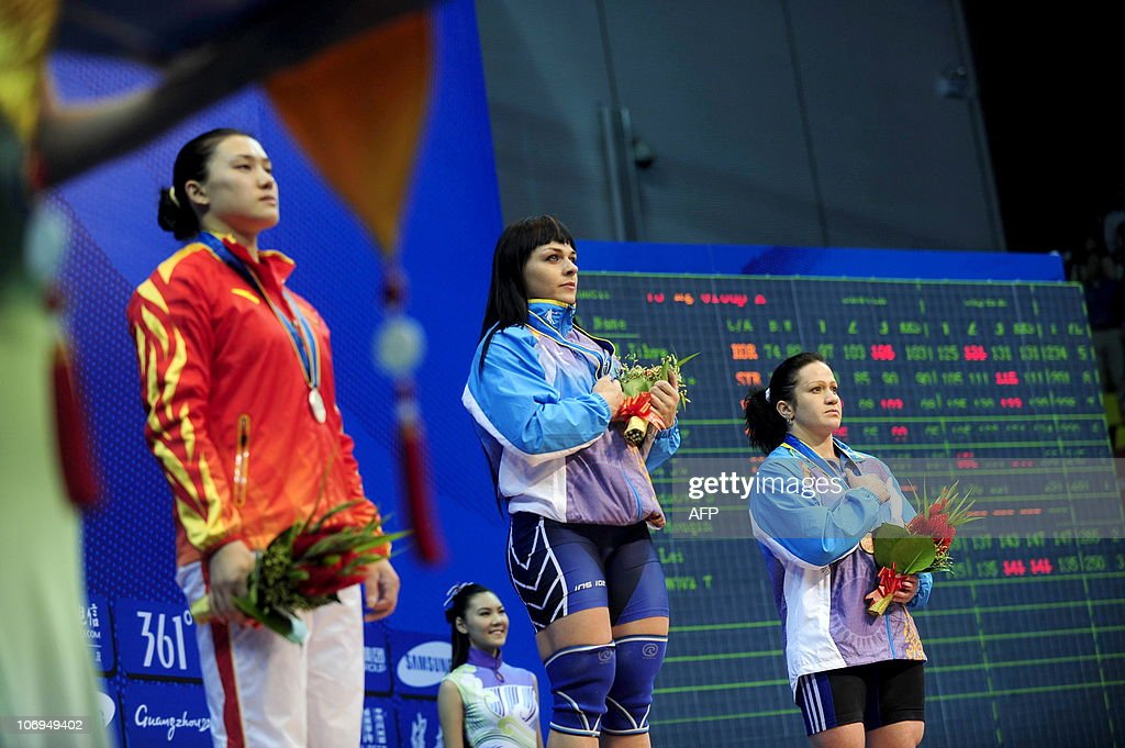 Gold medalist Svetlana Podobedova (C) of : News Photo