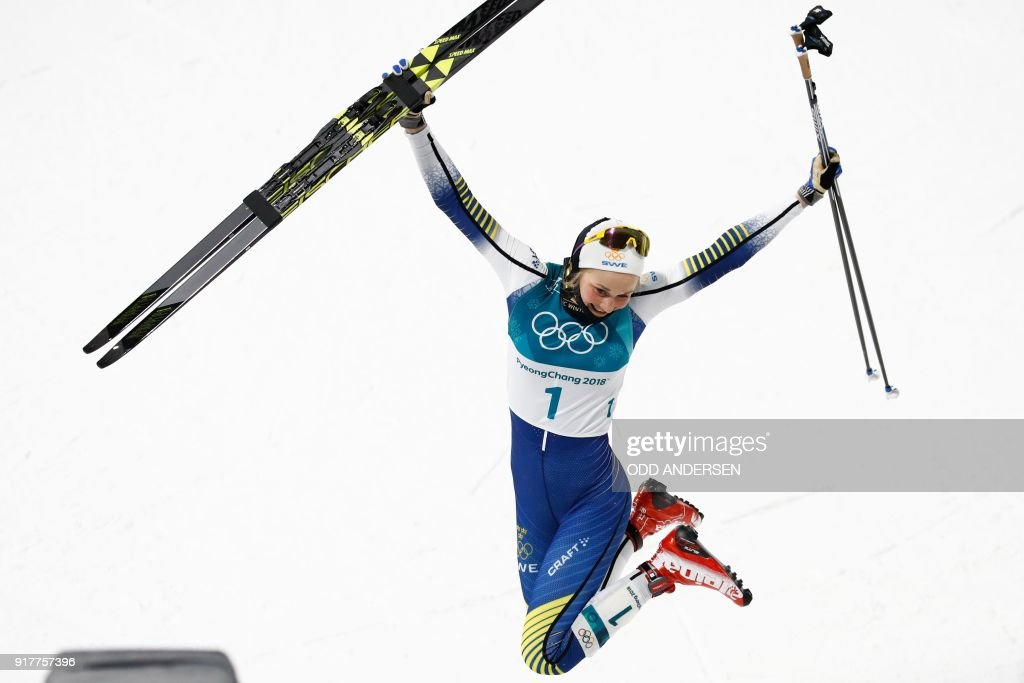 TOPSHOT - Gold medalist Sweden's Stina Nilsson reacts on the podium during the victory ceremony in the women's cross-country individual sprint classic final at the Alpensia cross country ski centre during the Pyeongchang 2018 Winter Olympic Games on February 13, 2018 in Pyeongchang. / AFP PHOTO / Odd ANDERSEN