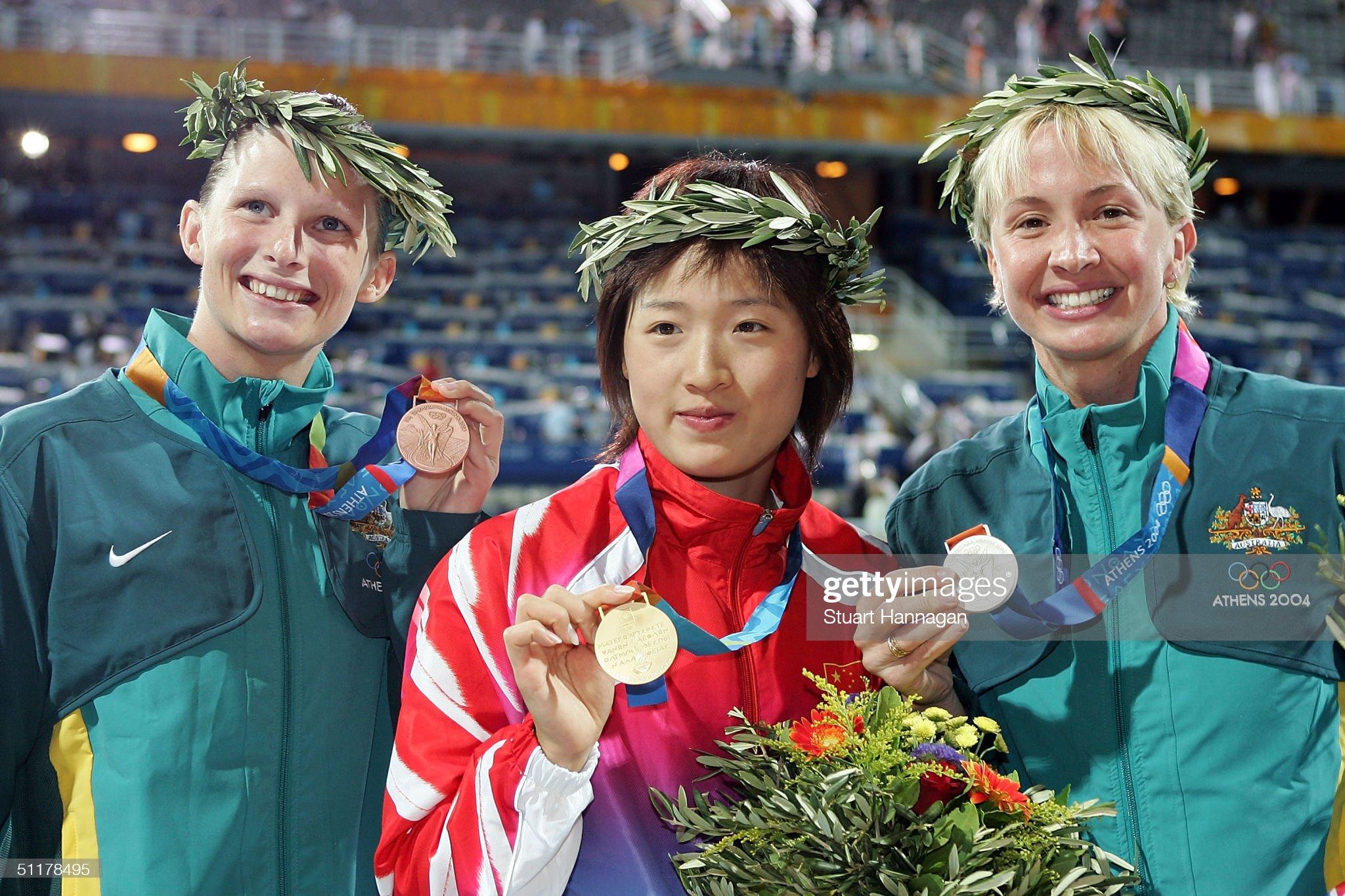 Womens 100m Breaststroke Medal Ceremony : Fotografía de noticias
