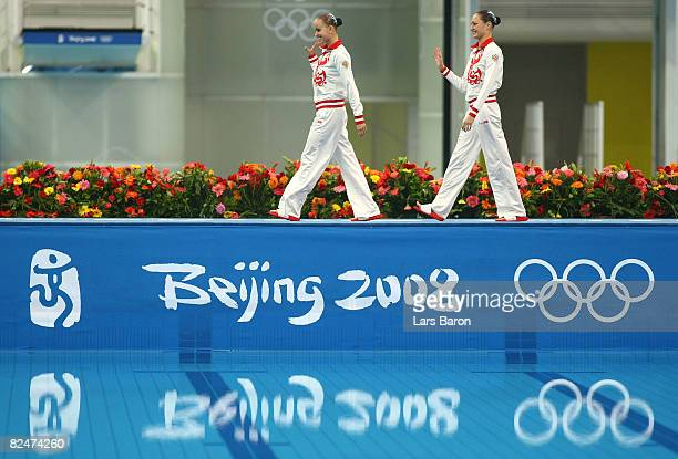 Gold medalists Anastasia Davydova and Anastasia Ermakova of Russia prepare to compete in the Synchronised Swimming Duet Free Routine Final at the...