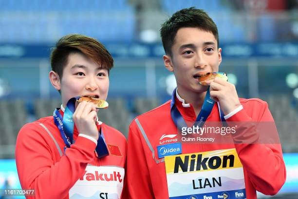 Gold medalists Yajie Si and Junjie Lian of China pose during the medal ceremony for the Mixed 10m Synchro Platform Final on day two of the Gwangju...