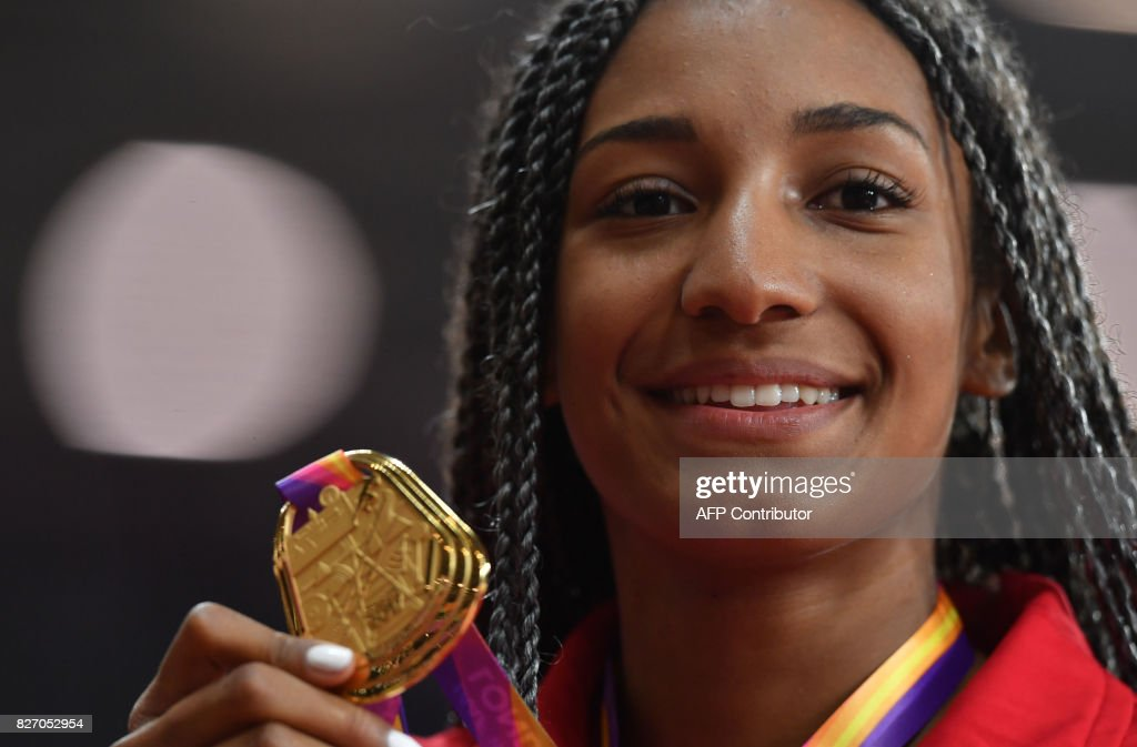 Gold medallist Belgium's Nafissatou Thiam poses on the podium during the victory ceremony for the women's heptathlon athletics event at the 2017 IAAF World Championships at the London Stadium in London on August 6, 2017. / AFP PHOTO / Ben STANSALL