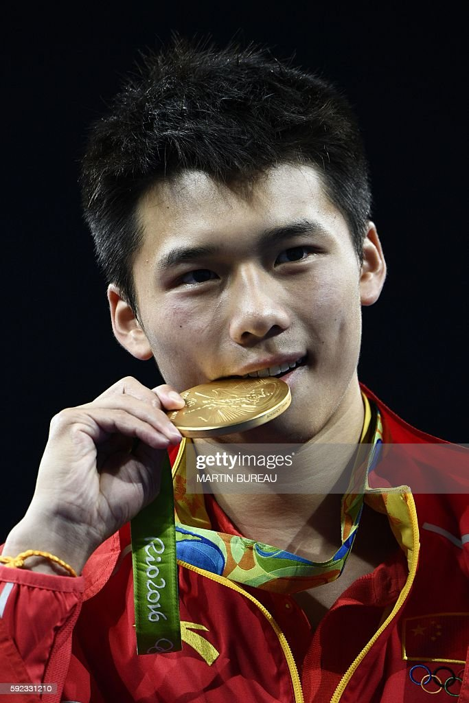 Gold medallist China's Chen Aisen poses during the podium ceremony of the Men's 10m Platform final during the diving event at the Rio 2016 Olympic Games at the Maria Lenk Aquatics Stadium in Rio de Janeiro on August 20, 2016. / AFP / Martin BUREAU