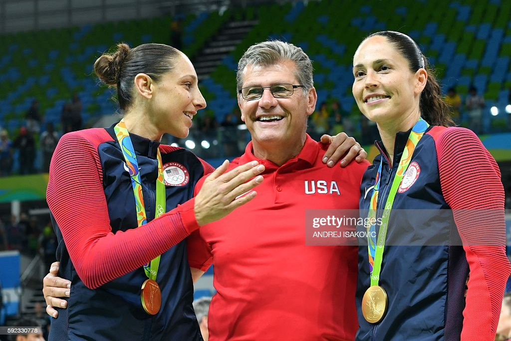 Gold medallists USA's guard Diana Taurasi (L), USA's head coach Geno Auriemma (C) and USA's guard Sue Bird pose after the final of the Women's basketball competition at the Carioca Arena 1 in Rio de Janeiro on August 20, 2016 during the Rio 2016 Olympic Games. / AFP / Andrej ISAKOVIC