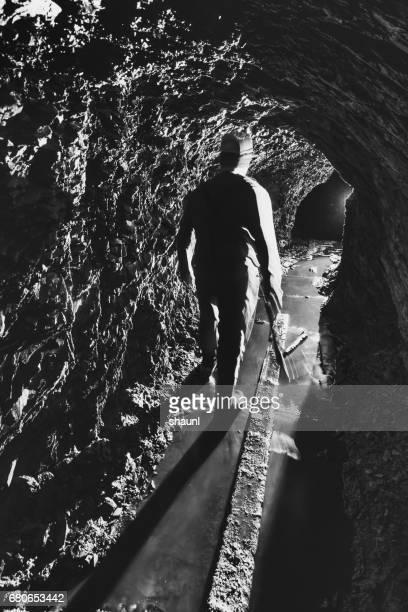 gold mineiro - acidente em mina - fotografias e filmes do acervo