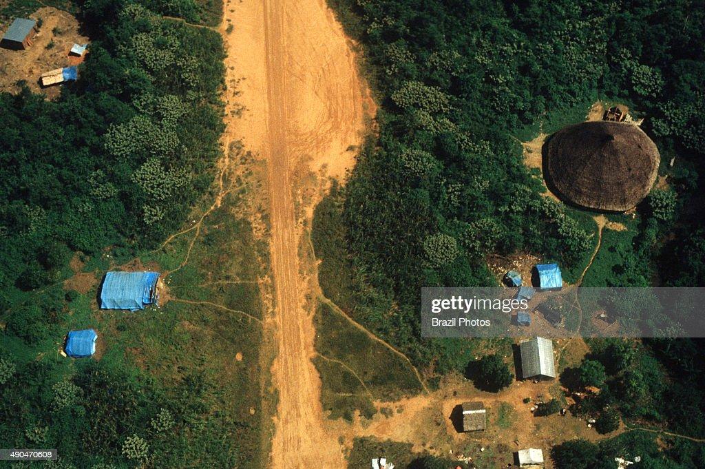 Gold mining illegal landing-strip at Yanomami indigenous... : News Photo