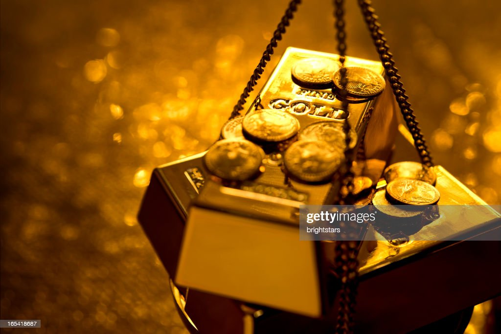 Gold on weight scale : Stock Photo