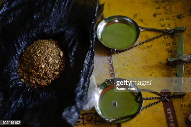 gold ( ethiopia) - gold mining stock photos and pictures