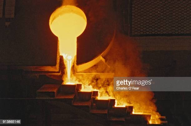 Gold pouring