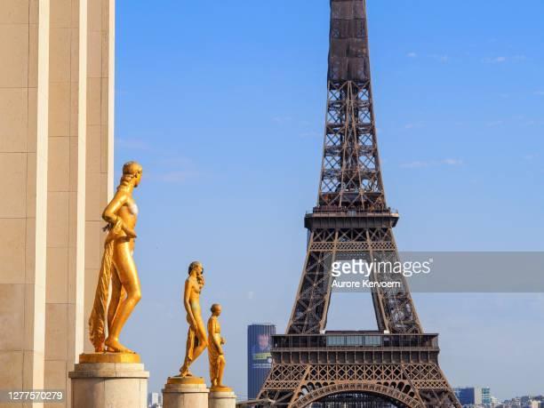 エスプラネード・デュ・トロカデロ、パリ、フランスの金像 - トロカデロ地区 ストックフォトと画像