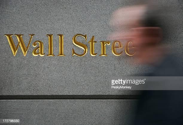 Oro de Wall Street señal desenfoque hombre